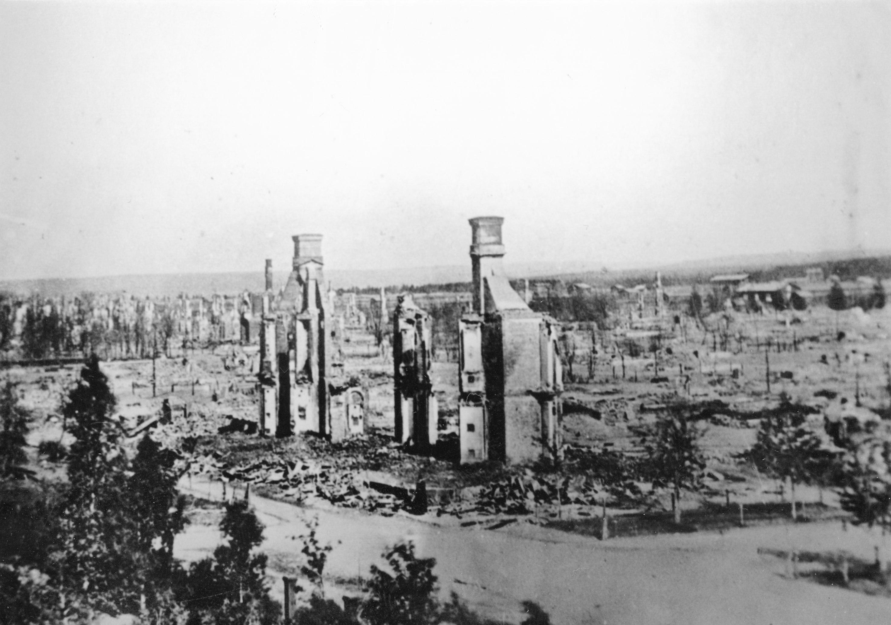 Umeå efter branden 1888. Foto från Umeå stadsarkiv/Wikipedia. Fotograf okänd.